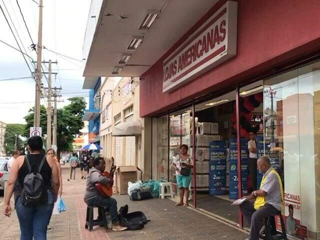 Lojas passam a madrugada abertas com promoções da Black Friday