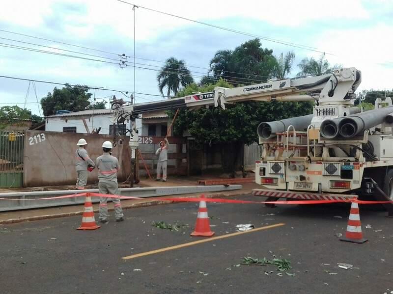 Equipes trabalharam para recuperar danos na rede. (Foto: Divulgação Energisa)