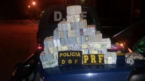Casal flagrado com dólares está preso e dinheiro foi depositado em banco
