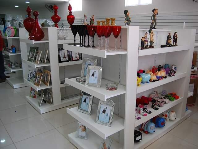 Comerciante encontra mais de 3 mil artigos em loja da China. (Fotos: Pedro Peralta)