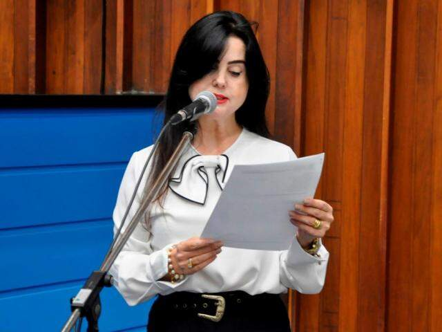 Deputada Mara Caseiro (PSDB) pediu apoio de colegas durante sessão (Foto: Victor Chileno/ALMS)