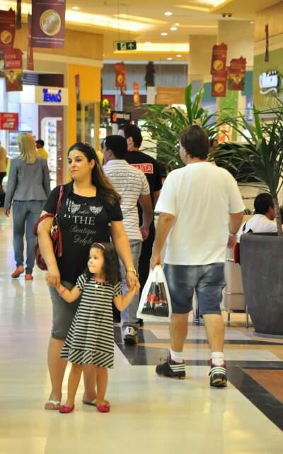 Malina Belin, com a filha Duda, diz que prefere comodidade do shopping.
