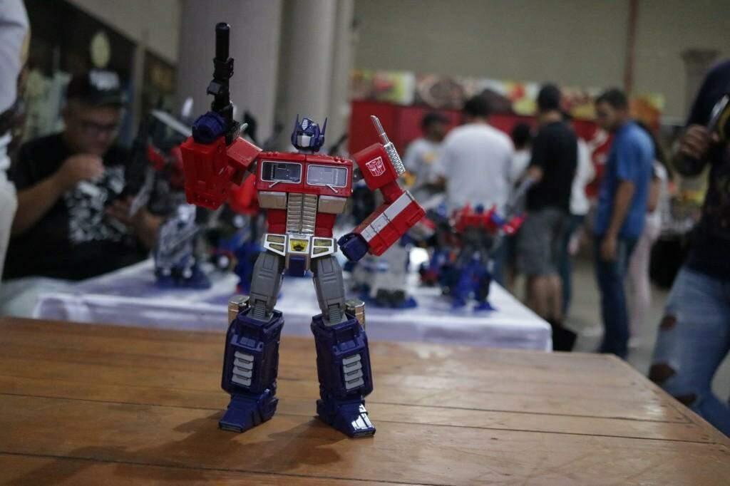 O item mais caro da coleção exposta por Ronie Solano é o Optimus Prime de 1,200 R$