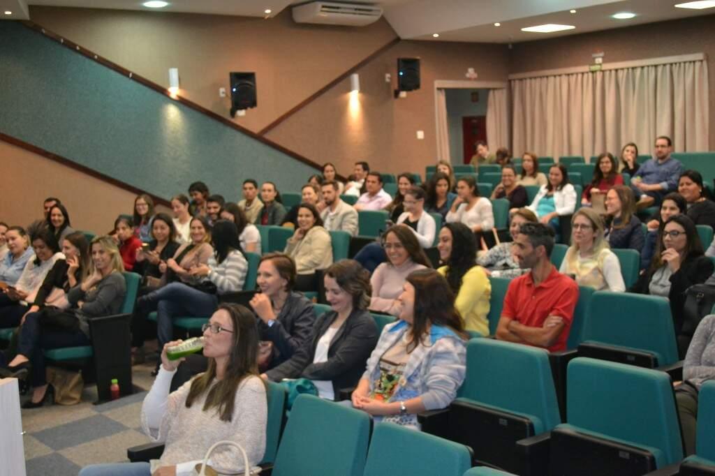 Parte do público foi convidado pela clínica Nascitá, realizadora do evento.