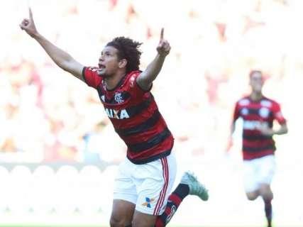 Flamengo derrota Atlético-MG em casa por 2 a 1 e se aproxima da liderança