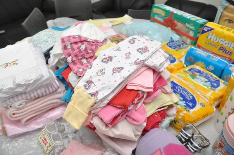 Doações lotam salas da Maternidade Cândido Mariano (Foto: Marcelo Calazans)