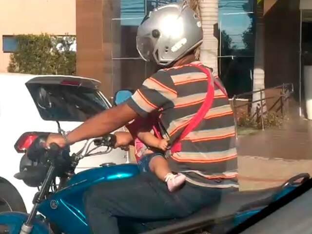 Tumulto em bares perto da UFMS e bebê em moto são vídeos mais vistos