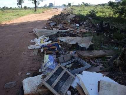Após 3 horas de protesto, moradores liberam estrada de acesso ao lixão