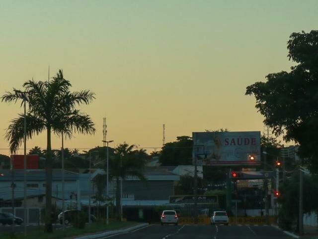 Quarta-feira será de céu parcialmente nublado em Campo Grande. Não há previsão de chuva. (Foto: Henrique Kawaminami)