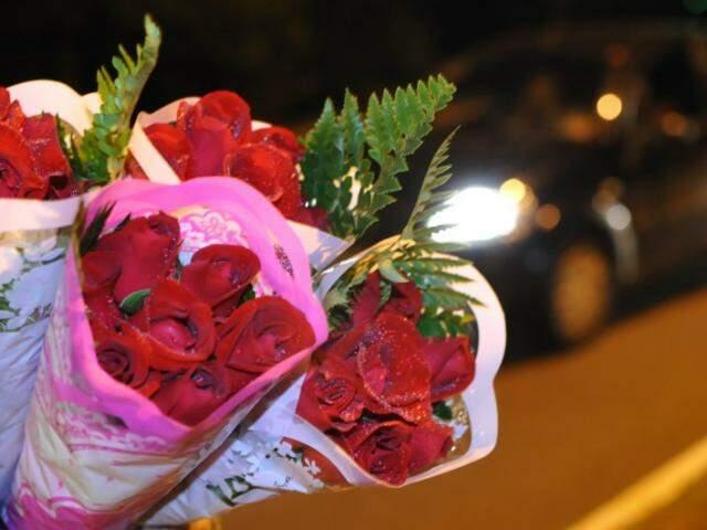 Com dinheiro de vendas de flores ele vai com a família para a apraia. (Foto: Alcides Neto)