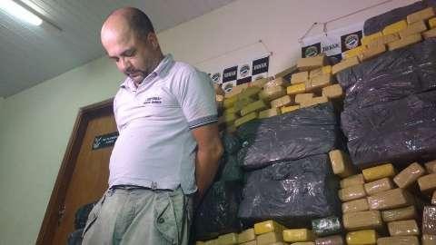 Operação da PRF e Denar prende caminonheiro com mais de uma tonelada de maconha