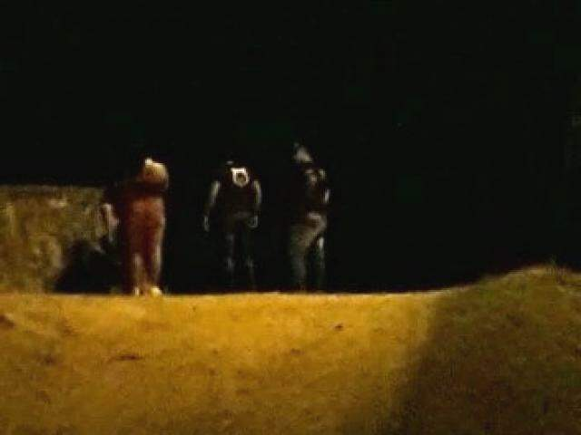 Imagem mostra seguranças abordando casal (Foto: Reprodução/Direto das Ruas)