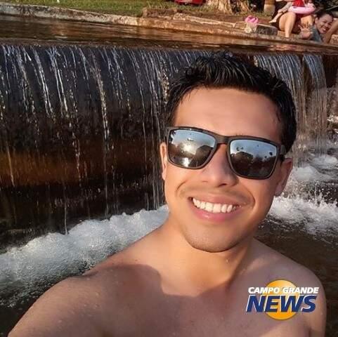 Acidente de sertanejo, calor e prisão de Cunha movimentaram semana na internet