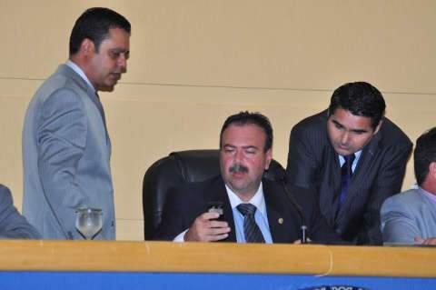 Siufi manda para procuradoria jurídica projetos que libera shows e adia votação