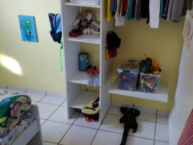 As roupas e brinquedos tem o local certo para ficar no quarto (Foto: Arquivo pessoal)