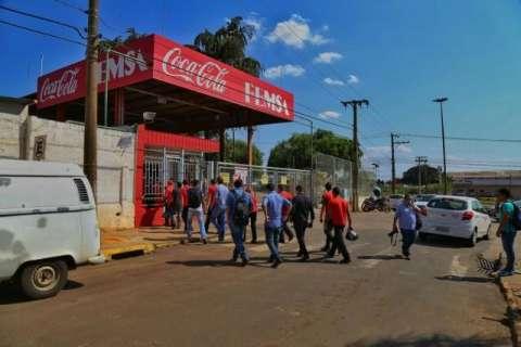 Princípio de incêndio em fábrica da Coca-Cola mobiliza bombeiros