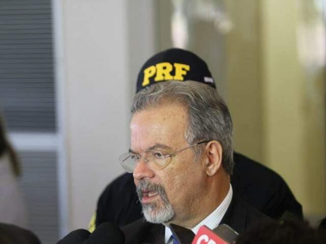 Ministro Raul Jungmann participou de seminário hoje em Campo Grande (Foto: Saul Schramm)