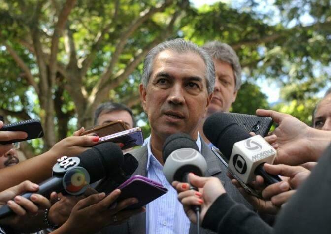 Governador concedeu entrevista em agenda pública, na sede da PMA (Foto: Alcides Neto)