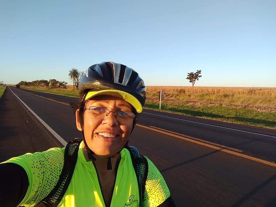 Enfermeira Anye Mara Guimarães, de 50 anos, é a décima mulher do país a percorrer a maior quilometragem de bike em 2018. (Foto: Arquivo Pessoal)