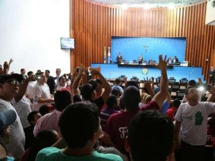 Protesto de funcionários da JBS reúne 2 mil na Assembleia, diz sindicato