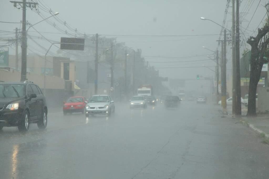 Chuva deve continuar hoje, mas sem temporal. (Foto: João Paulo Gonçalves)