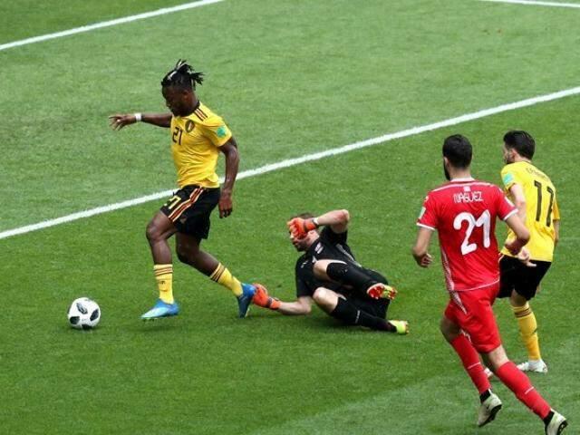 Jogador da Bélgica com a bola em direção ao gol. (Foto: Divulgação Fifa).