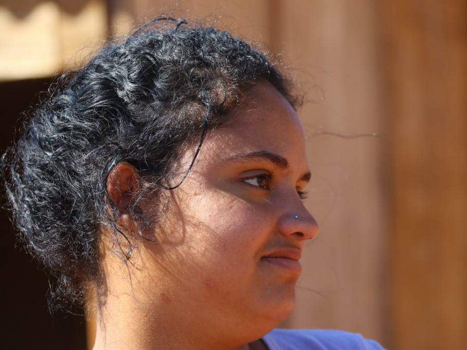 Danielle Cavalheiro Matos, 20 anos mora há um ano no bairro com marido e duas filhas (Foto: André Bittar)