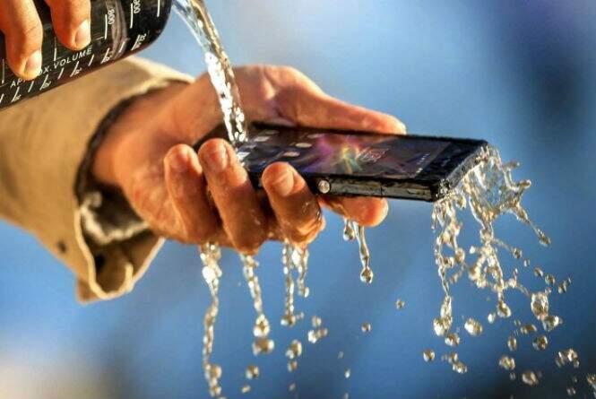 No Brasil, o Sony Xperia Z deve ser vendido a partir de R$1.305,00. (Foto: Divulgação)