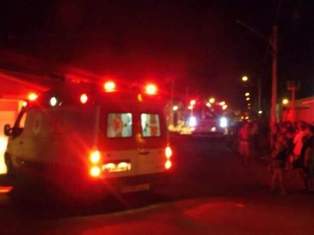 Movimentação de socorristas e curiosos no local (Foto: Facebook/Jornal comunitário do Caiobá)