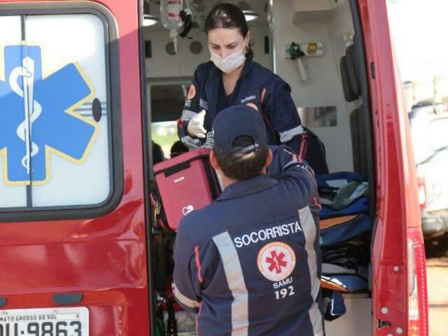 O homem foi encaminhado ao hospital em viatura dos bombeiros. (Foto: Fernando Antunes)