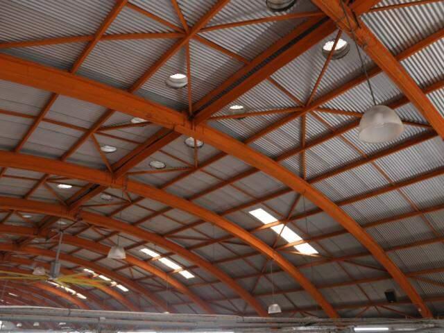 Arcos de madeira que sustentam o telhado. (Foto: Kísie Ainoã)