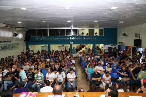 Professores suspendem assembleia que pode por fim à greve histórica