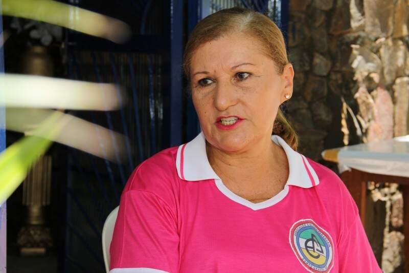 Eliane é uma das organizadoras da festa na sede da colônia paraguaia. (Foto: Marcos Ermínio)