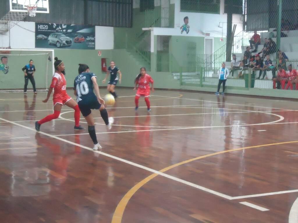 Equipes disputaram cinco partidas neste sábado (6) no Ginásio Pelezinho (Foto: Divulgação)