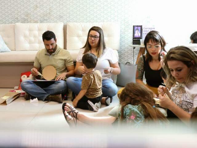 Para saber lidar com as emoções, famílias participaram da oficina de Roda de Escolha da Raiva (Henrique Kawaminami)