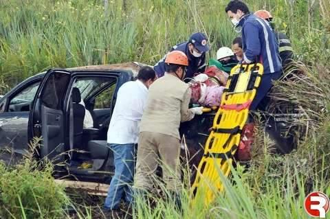 Motorista da prefeitura quebra as duas pernas em acidente na BR-060