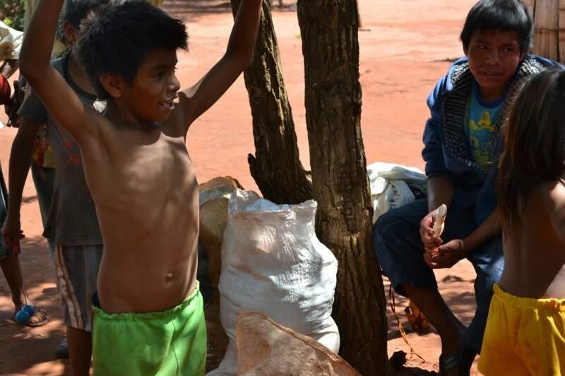 Crianças indígenas estão desnutridas.  (Foto: Caroline Maldonado)