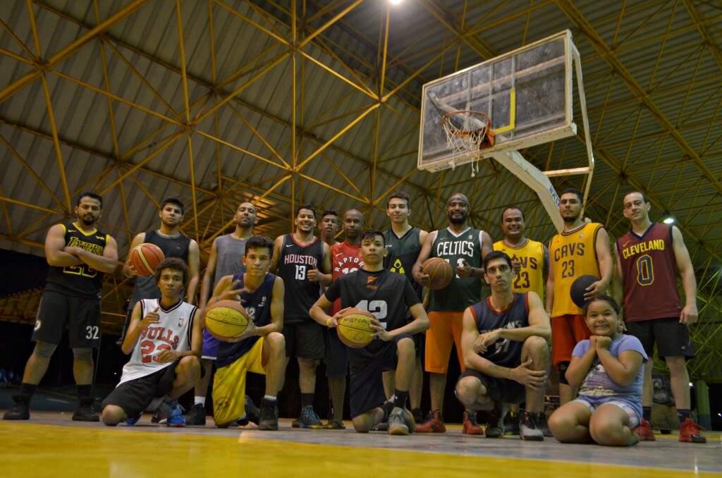 Velha guarda e nova geração do basquete se unem para não deixar esporte acabar. (Foto: Gustavo Maia)