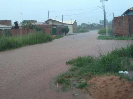 Quatro bairros ficam sem energia durante chuva forte na Capital