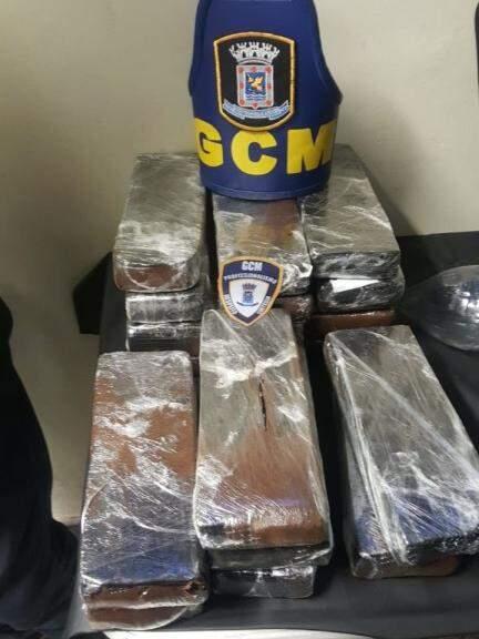 Droga estava dentro da mala do suspeito (Foto: Divulgação)