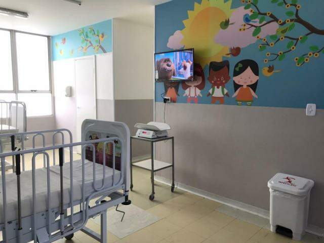 Quarto tem ambiente lúdico para as crianças e CTI tem 5 televisores (Foto: Fernanda Palheta)