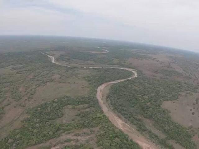 Trecho do Taquari escancara processo de assoreamento. (Foto: Instituo Agwa/Reprodução)