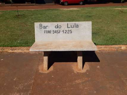 """Mesmo com dono sumido do lugar, """"Bar do Lula"""" é parada obrigatória para selfie"""