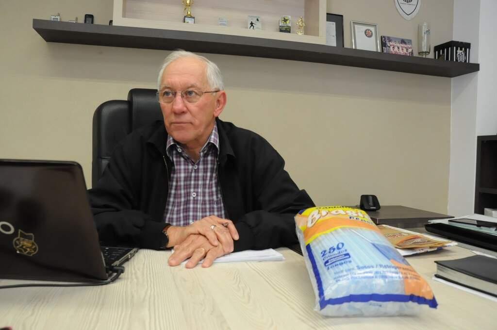 Virgílio recebe equipe do Campo Grande News em sua empresa, nesta tarde (09). (Foto: Paulo Francis)