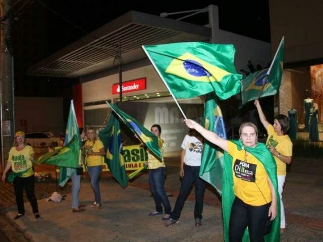 Manifestantes foram ao ponto de encontro já tradicional dos que são a favor do impeachment de Dilma (Foto: Alan Nantes)