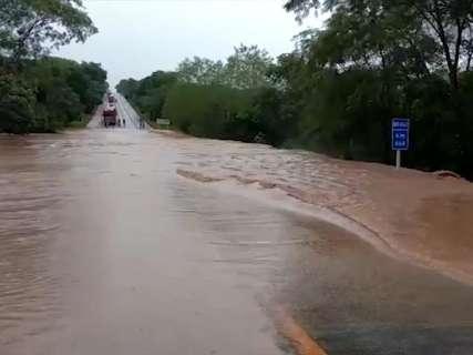 Alerta: PRF recomenda cuidados ao pegar rodovias por causa das chuvas
