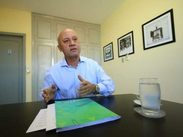 Secretário de Administração e Desburocratização, Carlos Alberto Assis, em entrevista ao Campo Grande News. (Foto: André Bittar/Arquivo).