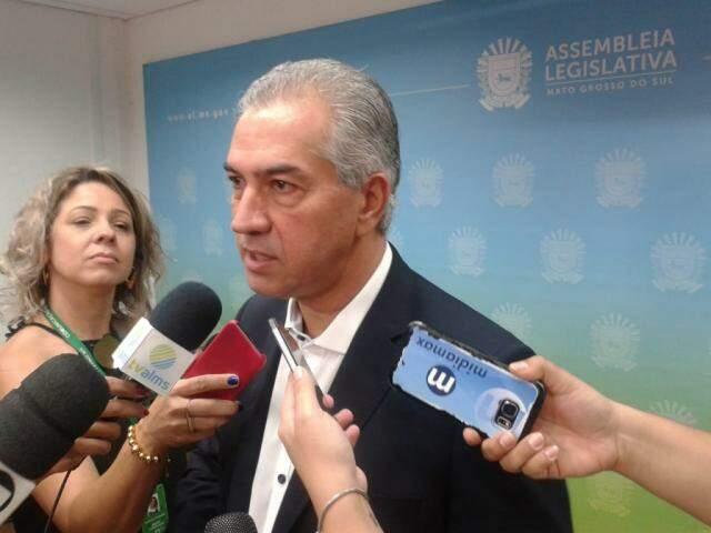 Reinaldo Azambuja durante entrevista na Assembleia (Foto: Leonardo Rocha)