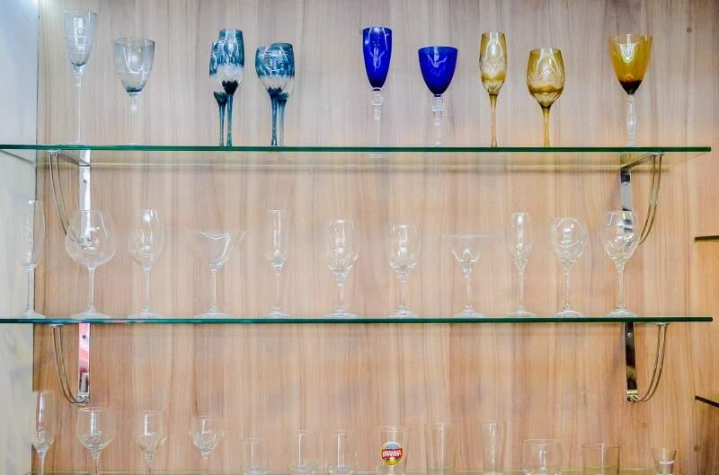 A loja possui uma variedade de taças, que vão desde as mais simples até as mais sofisticadas. (Foto: Vanessa Tamires)