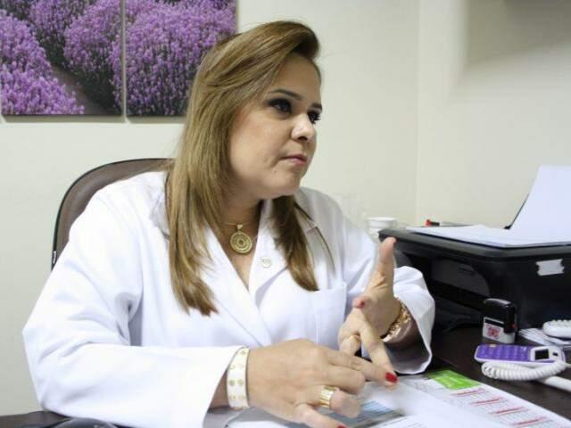 Formada há 14 anos, pela Universidade Gama Filho, do Rio de Janeiro, Andreza acompanha pré e pós-operatório de pacientes obesos mórbidos. (Foto: Marcos Ermínio)